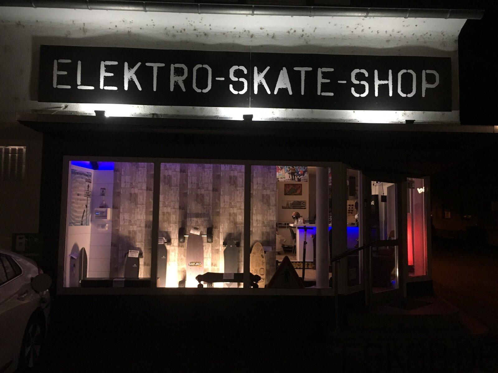 Wallhack im Elektro Skate Shop